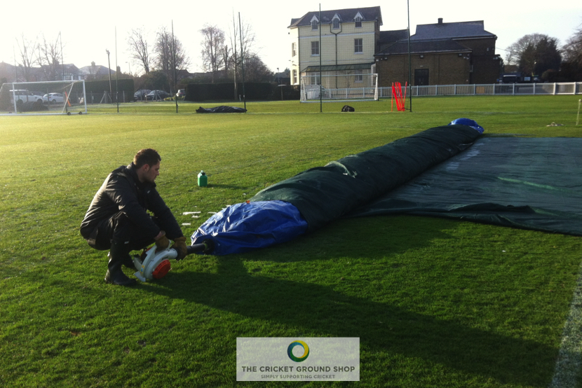 TGC Winter Pitch Germination / Frost Protection, easily inflated by hand