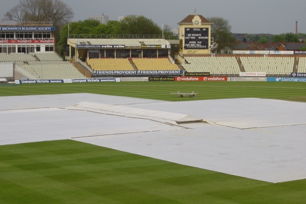 Climate Cover System on pitch with mobile cricket cover